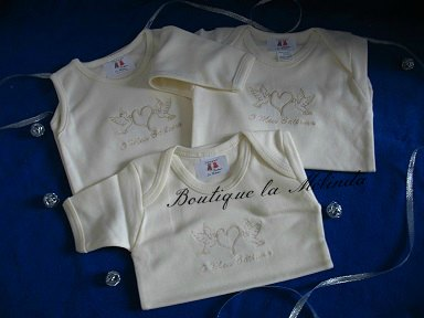 BODY COTON CEREMONIE BAPTEME COULEUR PERLE AVEC INSCRIPTION O MEU BAPTISMO REF.BODYPERLE - BOUTIQUE LA MELINDA